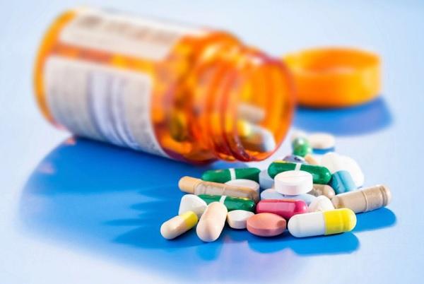 Đang dùng thuốc kháng sinh có thể tiêm vacxin không?