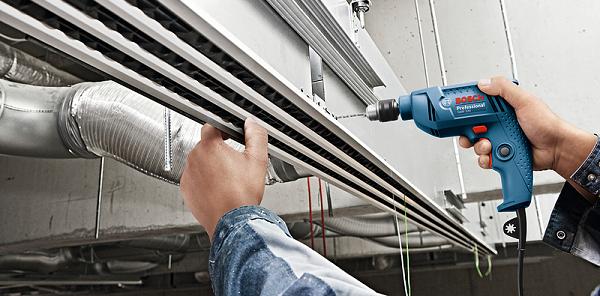Máy khoan cầm tay Bosch GBM 320 có khả năng khoan sắt mạnh mẽ
