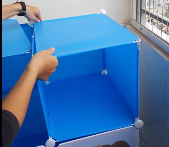 Hoàn thiện tủ ghép bằng các miếng nhựa