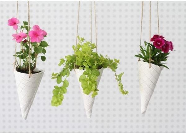 Cách làm chậu hoa treo ban công hình cây kem