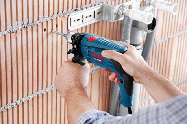Bosch GSB 13 RE hoạt động với công suất 650W